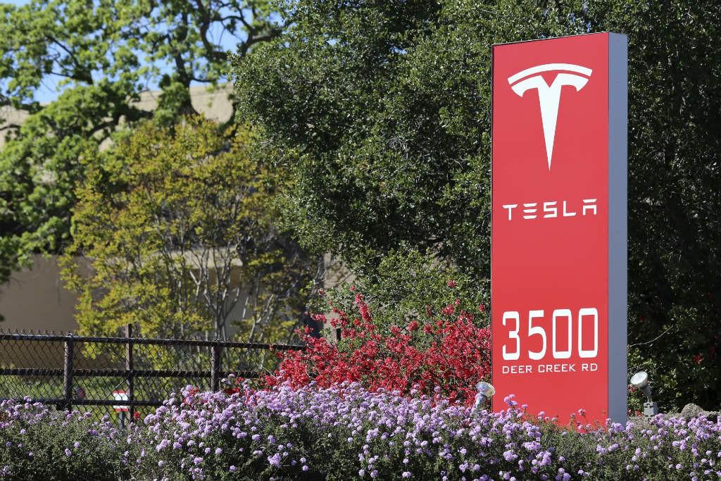 1-Tesla-Motors-IS